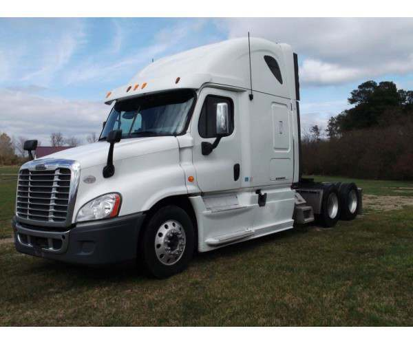 2013 Freightliner Cascadia with DD15 engine and 10 speed manual