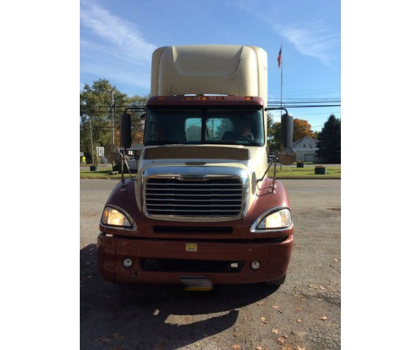 2007 Freightliner Columbia Day Cab in OH