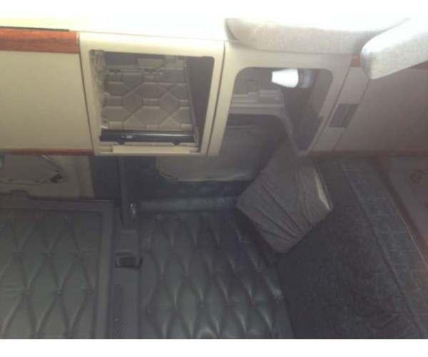 2012 Freightliner Cascadia bunk