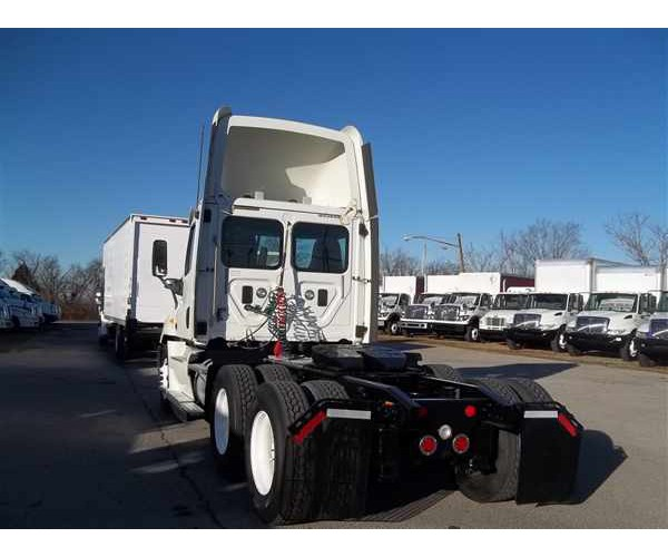 2013 Freightliner Cascadia Day Cab in TN