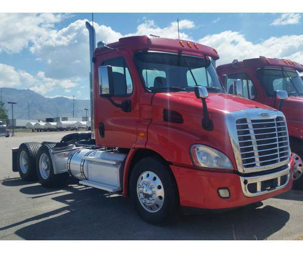 2014 Freightliner Cascadia Day Cab8
