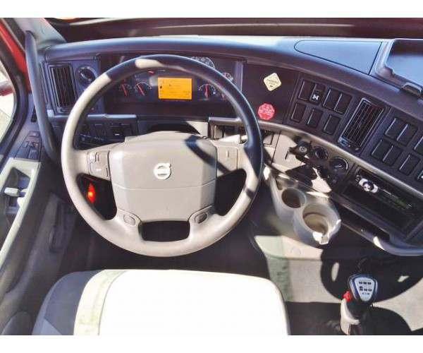 2011 Volvo VNL 670  6