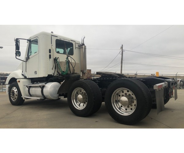2005 Freightliner Columbia Day Cab in IA