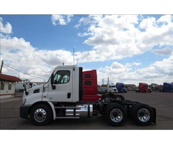 2013 Freightliner Cascadia Day Cab12