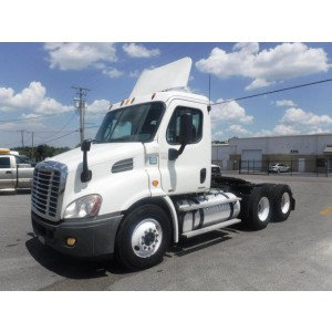2012 Freightliner Cascadia Day Cab in FL