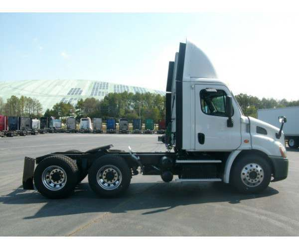 2013 Freightliner Cascadia Day Cab2