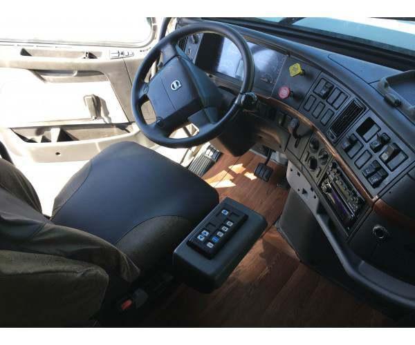 2005 Volvo VNL 670 4