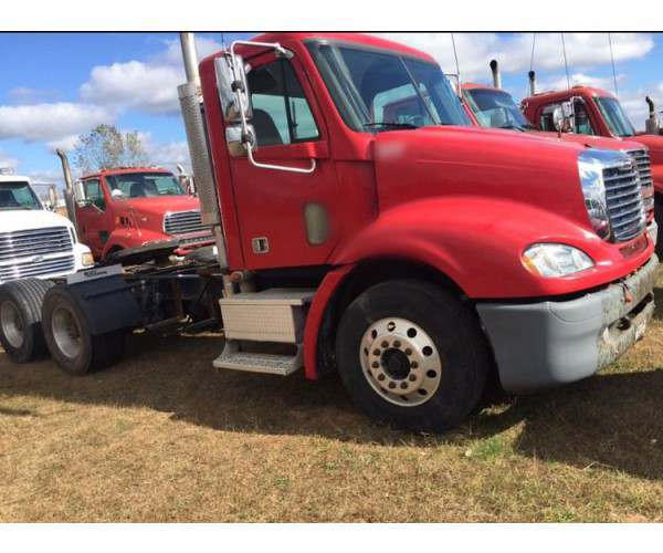 2007 Freightliner Columbia Day Cab 3