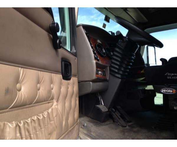 2006 Kenworth T600 Cat engine, 10 spd, wholesale - NCL