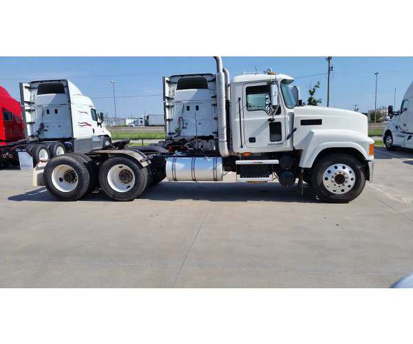 2010 Mack PINNACLE CHU613 6
