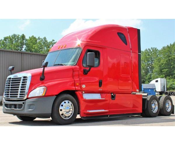2015 Freightliner Cascadia in MI