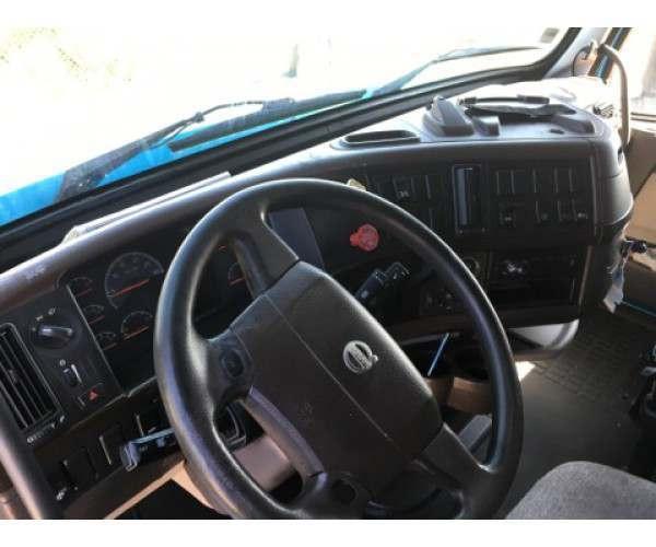 2012 Volvo VNL 670 S1053