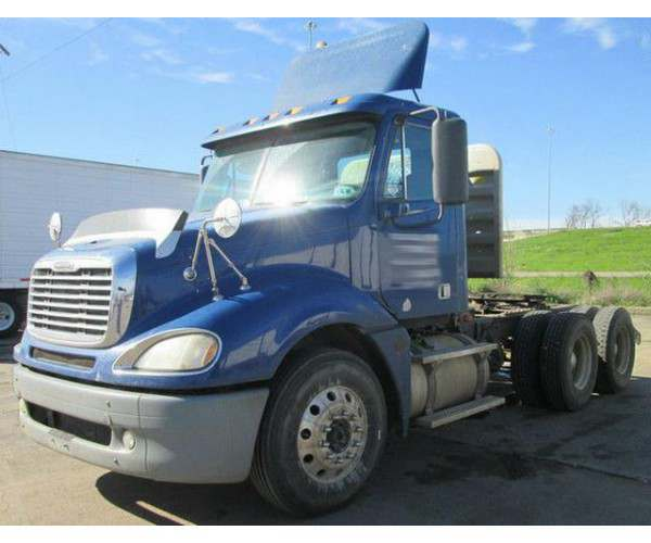 2010 Freightliner Columbia Day Cab in LA