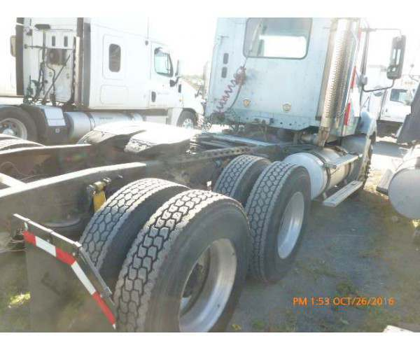 2003 Freightliner Columbia Day Cab 1