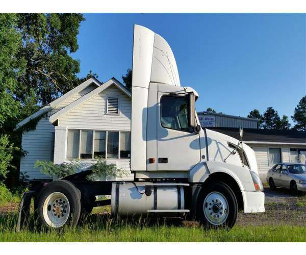 2007 Volvo VNL Day Cab