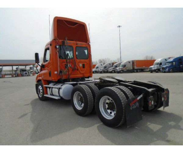 2011 Freightliner Cascadia Day Cab10