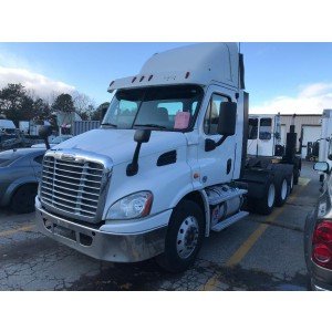2016 Freightliner Cascadia Day Cab in CT
