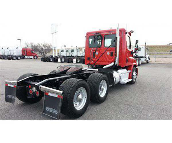 2014 Freightliner Cascadia Day Cab 2
