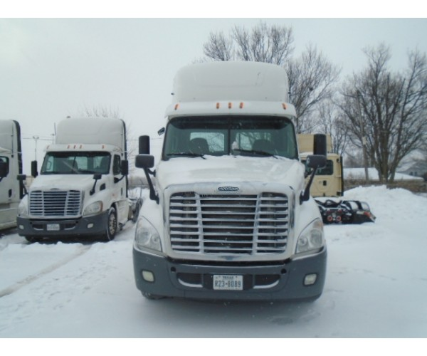2015 Freightliner Cascadia Day Cab