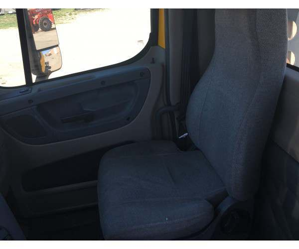 2009 Freightliner Cascadia Day Cab 11