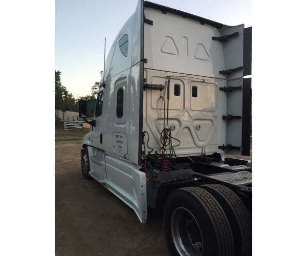 2013 Freightliner Cascadia with DD15 engine Salvage in California, wholesale, ncl truck sales