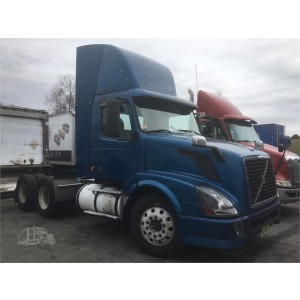 2008 Volvo VNL 300 Day Cab