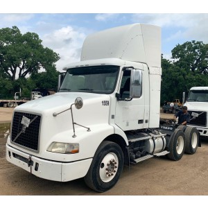 2009 Volvo VNM 200 Day Cab in TX