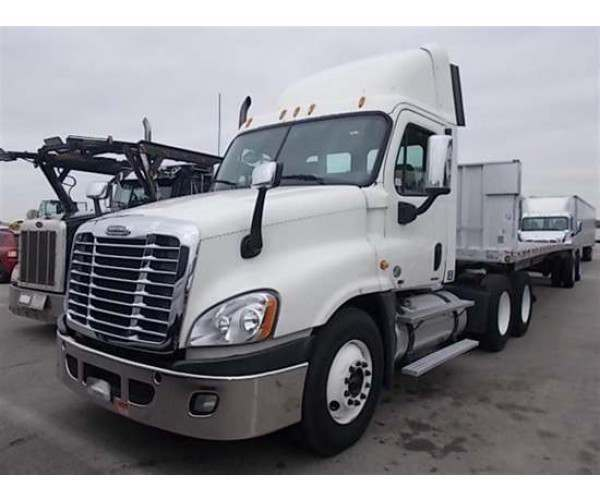2010 Freightliner Cascadia Day Cab1