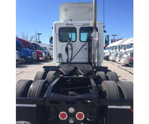 2011 Freightliner Cascadia Day Cab 6