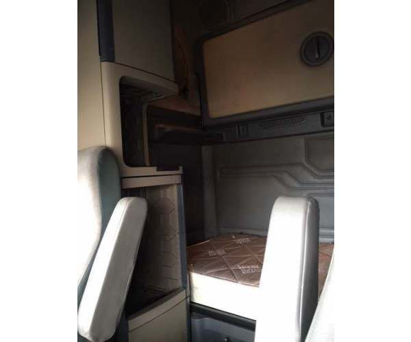 2010 Freightliner Cascadia Washington