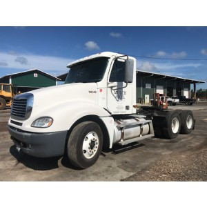 2004 Freightliner Columbia Day Cab in FL