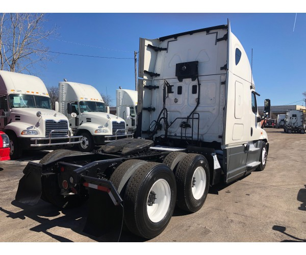 2013 Freightliner Cascadia in IL