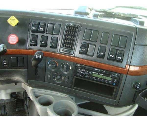2010 Volvo VNL64T300 Day Cab 12