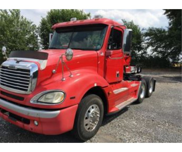 2006 Freightliner Columbia Day Cab in PA