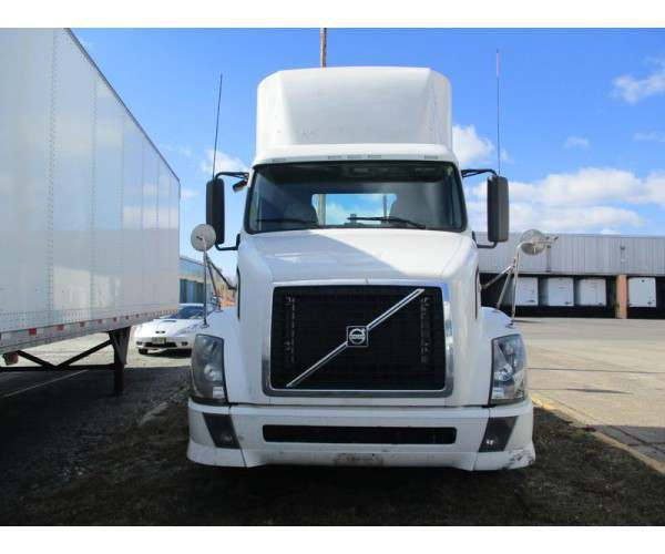 2012 Volvo VNL 300 Day Cab 3