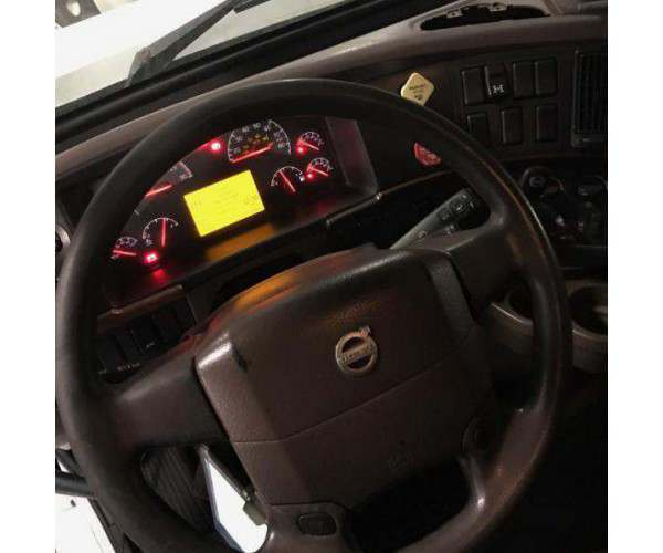 2013 Volvo VNL 670 1