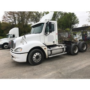 2006 Freightliner Columbia Day Cab in MO
