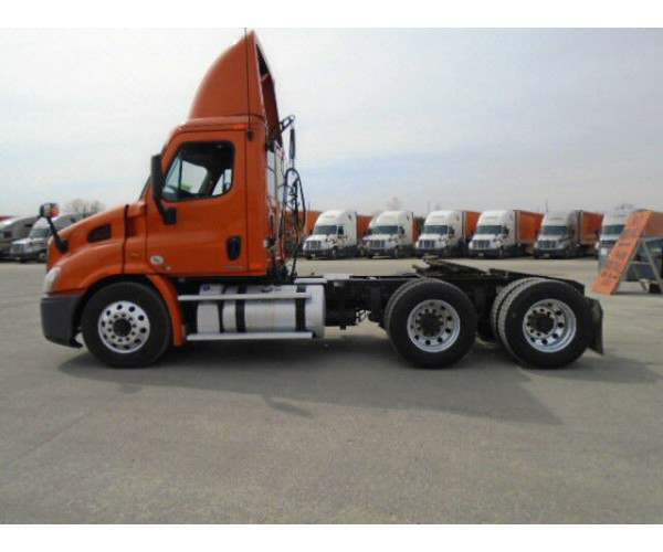 2011 Freightliner Cascadia Day Cab9