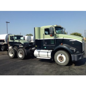 2005 Kenworth T800 Day Cab in CA