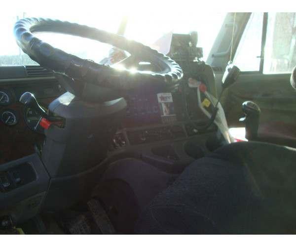 2006 Freightliner Columbia 4