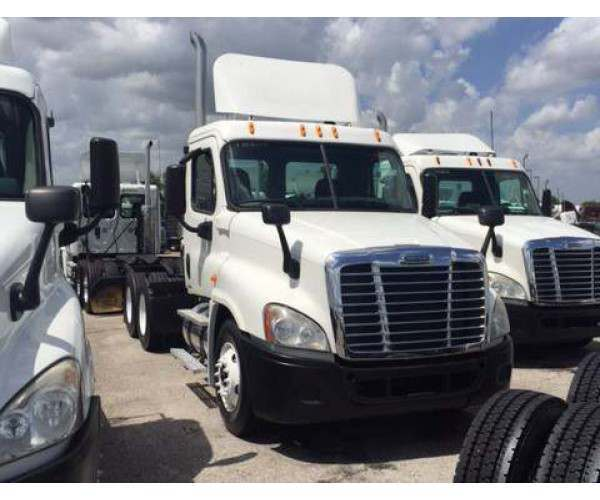 2009 Freightliner Cascadia Day Cab 2