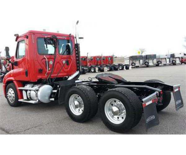2014 Freightliner Cascadia Day Cab 9