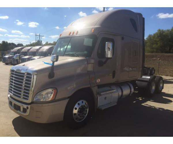 2013 Freightliner Cascadia with DD15 / 10 spd / low miles - wholesale