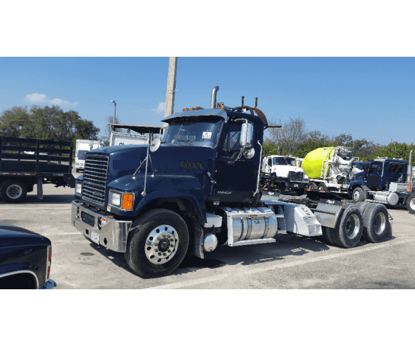 2013 Mack CHU613 Day Cab 4