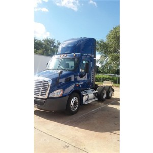 2014 Freightliner Cascadia Day Cab in IL