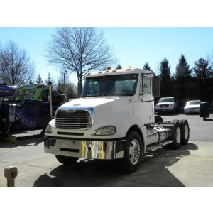2009 Freightliner Columbia Day Cab in NJ