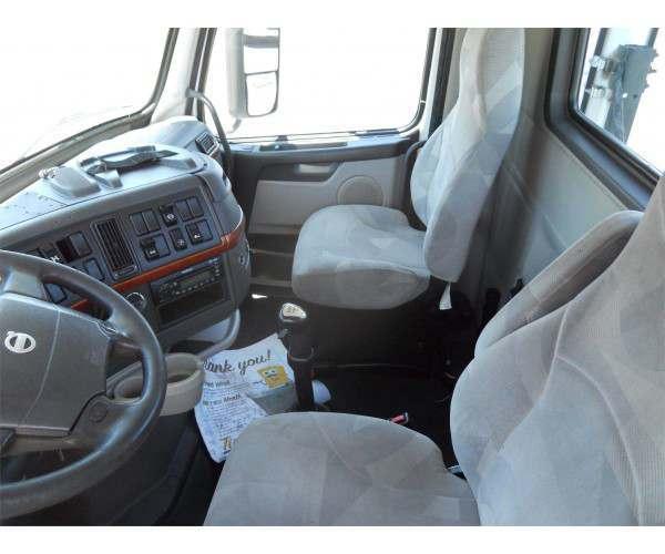 2009 Volvo VNL 300 Day Cab 5
