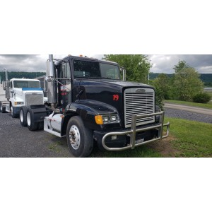 2000 Freightliner FLD112 Day Cab in WV