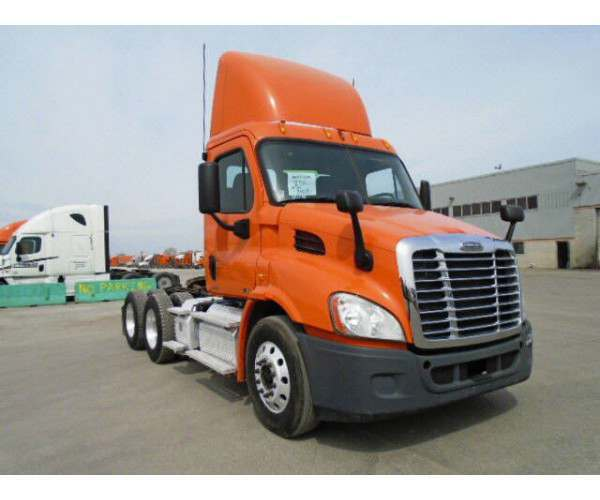 2011 Freightliner Cascadia Day Cab2