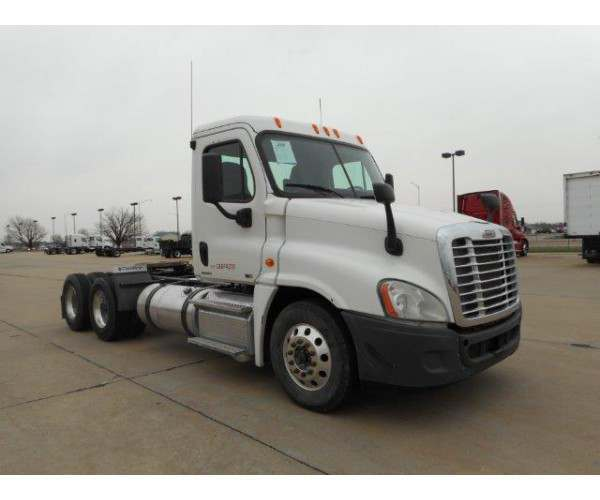 2012 Freightliner Cascadia Day Cab 2